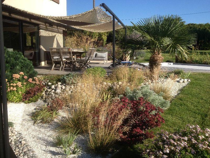 L 39 entreprise les espaces verts de la champagne vous apporte son savoir faire pour cl ture jardin - Amenagement bord de piscine ...